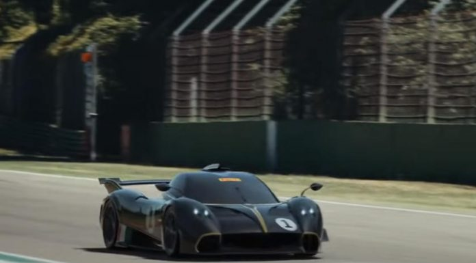 VIDEO - Pagani wants us to believe that the Huayra R drives and makes its atmospheric V12 scream… but that's not true!